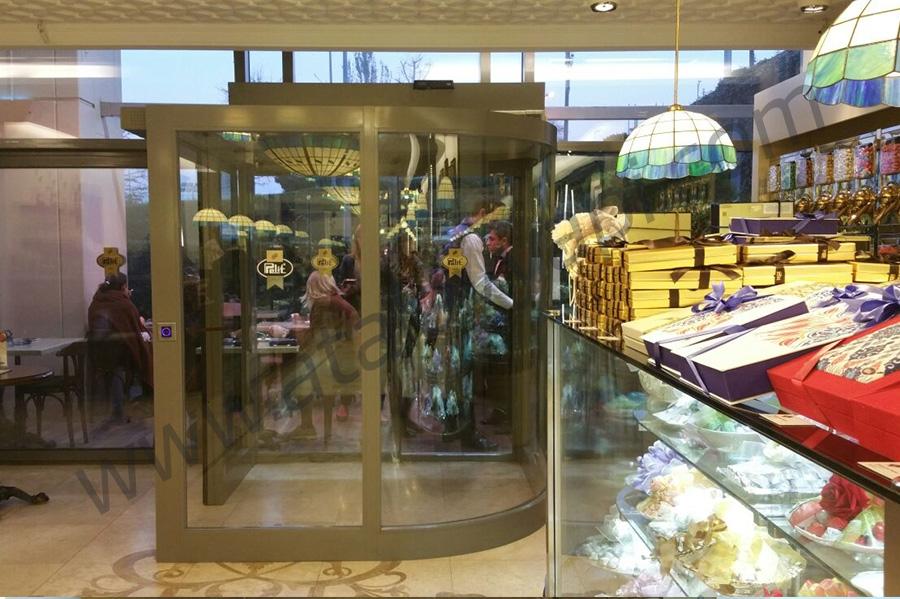 Pelit Pastaneleri Fotoselli Otomatik Döner Kapı