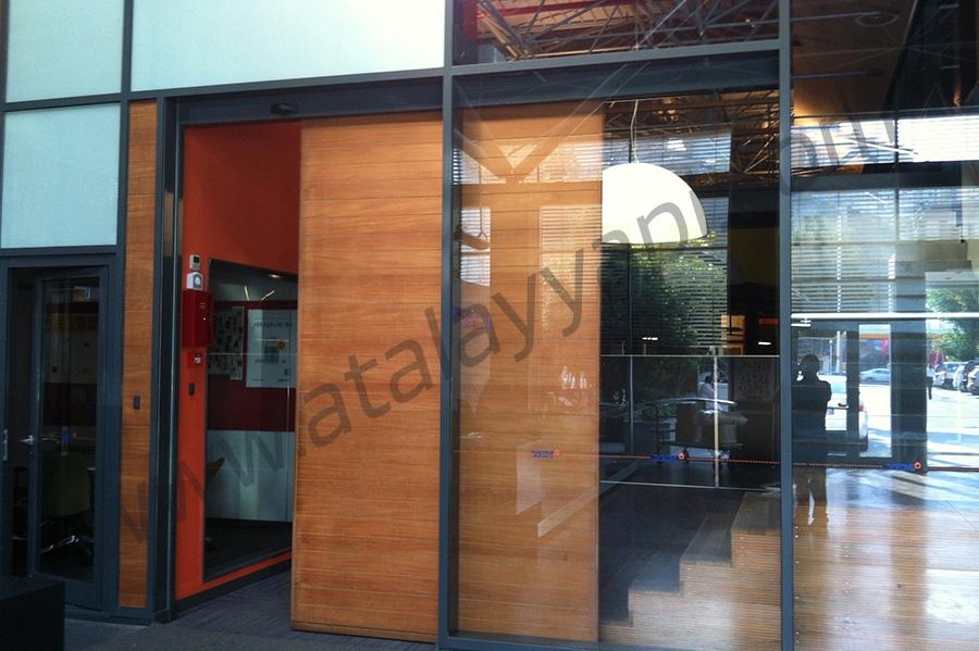 Yapı Endüstri Merkezi (YEM) Fotoselli Otomatik Döner Kapı