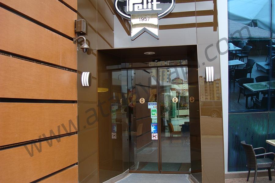 Pelit Pastaneleri Alüminyum Isı Yalıtımlı Kapı Üretimi